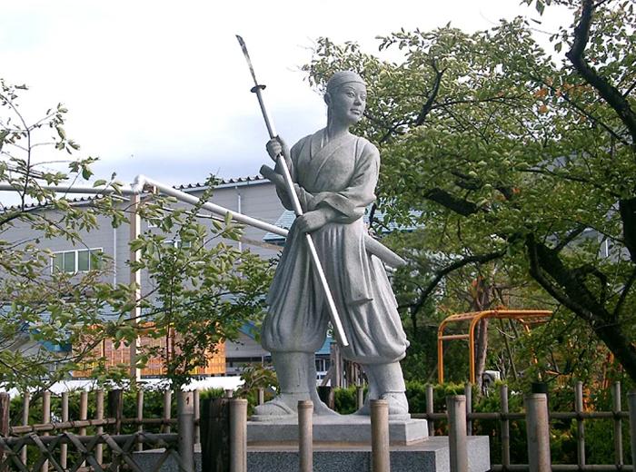 Памятник Накано Такэко.