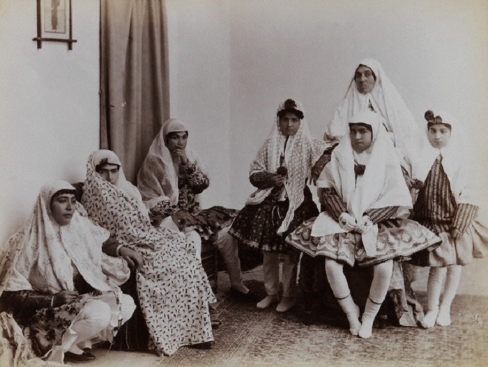 Иранки в балетных пачках не выглядели так уж неприлично, они быстро сообразили закрывать ноги трико.