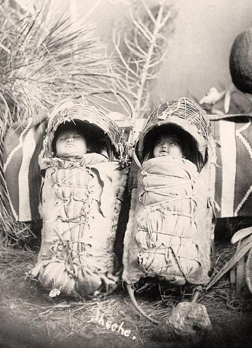 Близнецы пугали во многих коренных народах Америки.