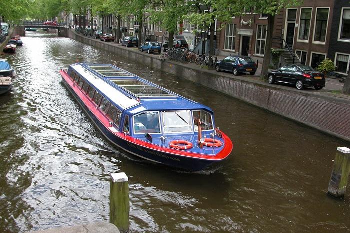Предком этого водного автобуса была коча.