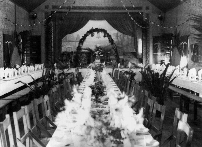 В замке праздновали свадьбы.