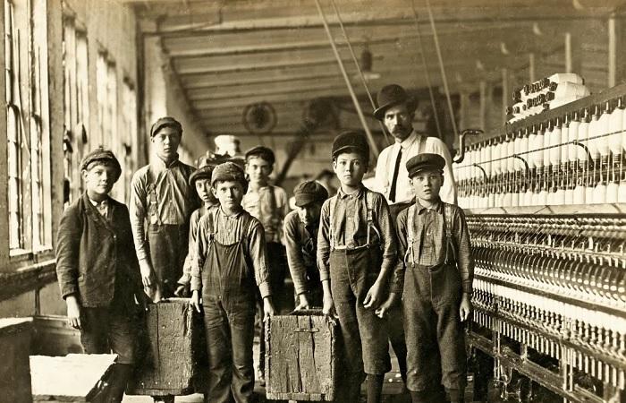 Как работали дети сто-двести лет тому назад и чем это им грозило. Фото: Льюис Хайн.