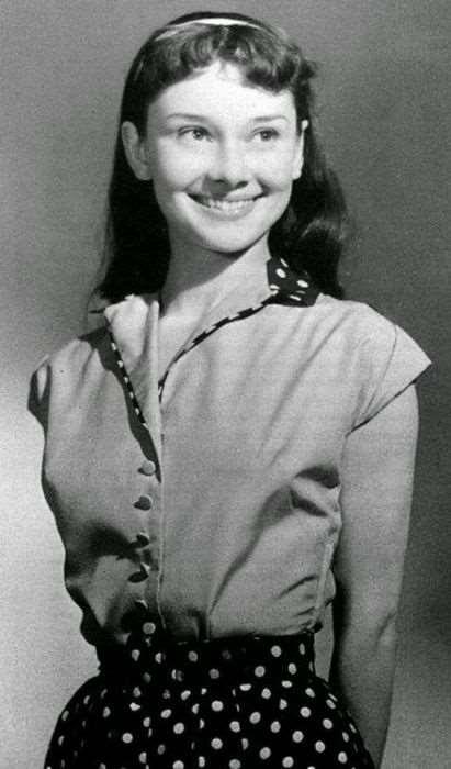 Юная Одри Хепберн.