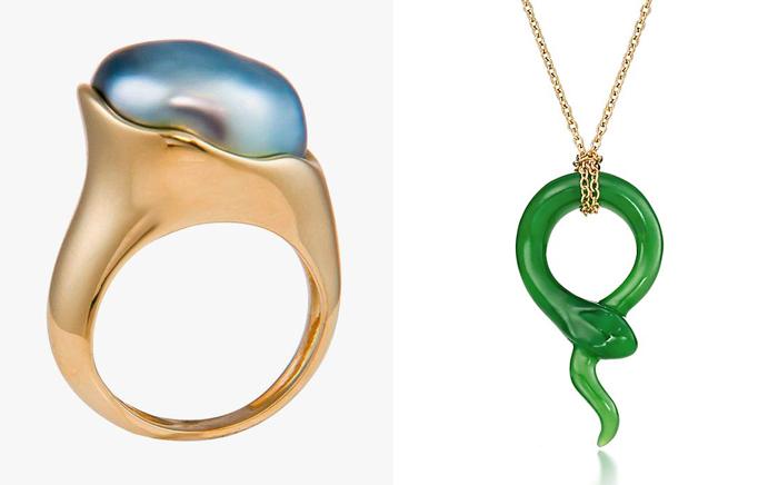 Кольцо и подвеска в форме змейки.