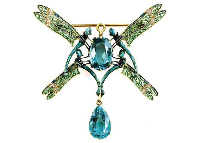 Рене Лалик создавал крупные и заметные украшения.