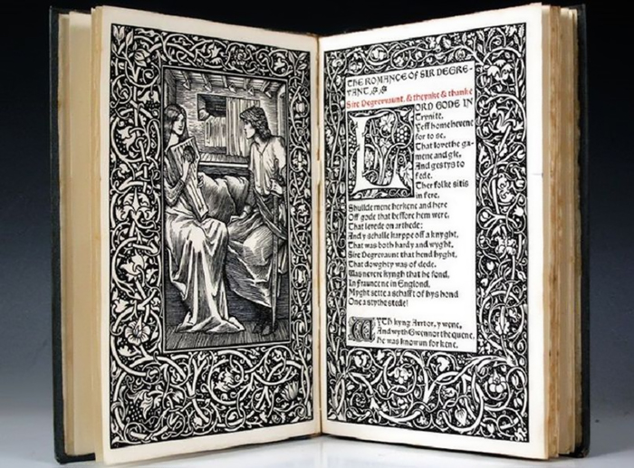 Книга с оформлением Уильяма Морриса.