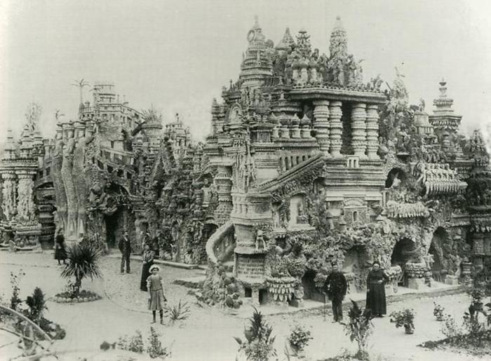 Идеальный Дворец сразу после завершения строительства.