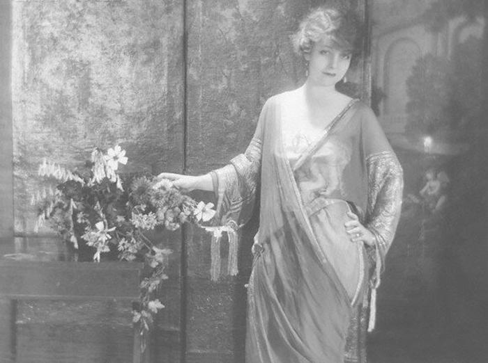 Британская актриса Мэри Янг в платье от Люсиль.