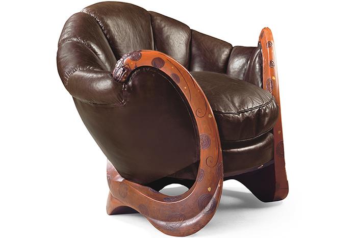 Мебель с лакированными элементами.