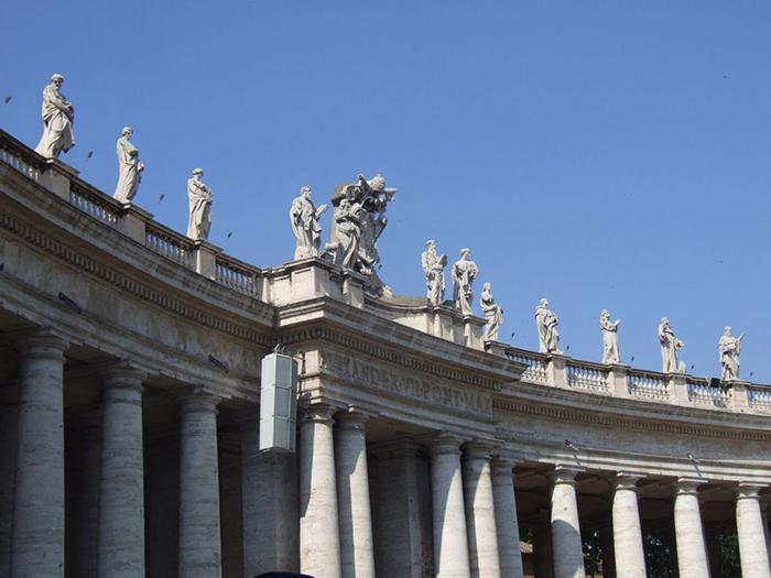 Колоннада базилики Святого Петра.