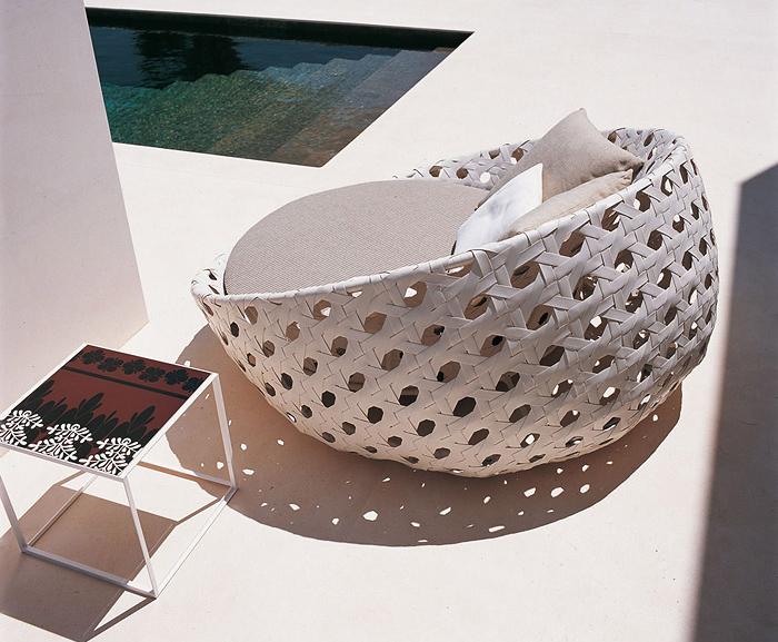 Уютная плетеная мебель.