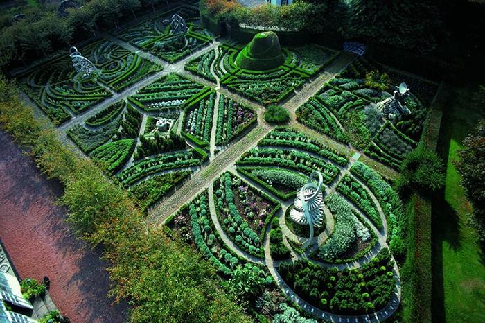 Планировка сада космических размышлений (другой варант названия - сад космических спекуляций).