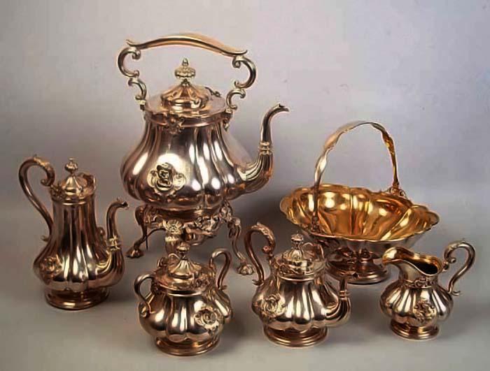 Чайно-кофейный сервиз мануфактуры Сазиковых.