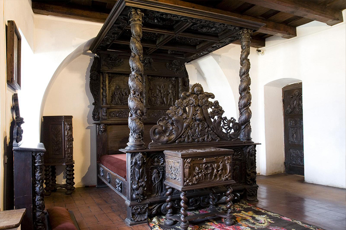 Современный интерьер замка.