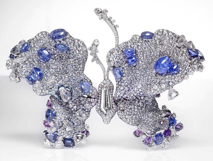 Бабочки - символ мимолетности жизни.
