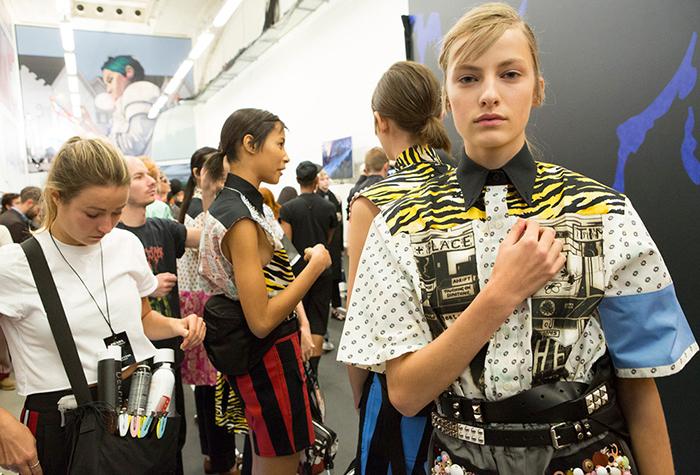 Модели Prada за кулисами.