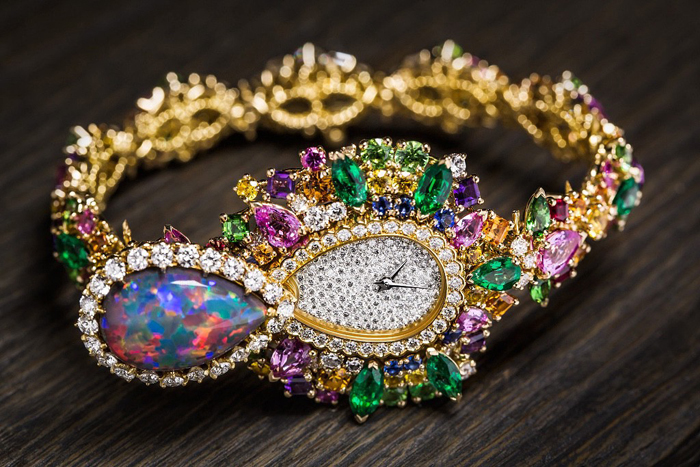 Ювелирные часы с опалом.