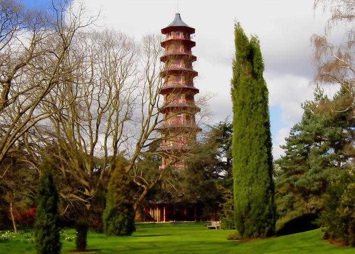 Пагода королевского ботанического сада Кью в Лондоне.