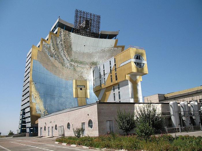 Узбекистан, Парк солнечного комплекса.
