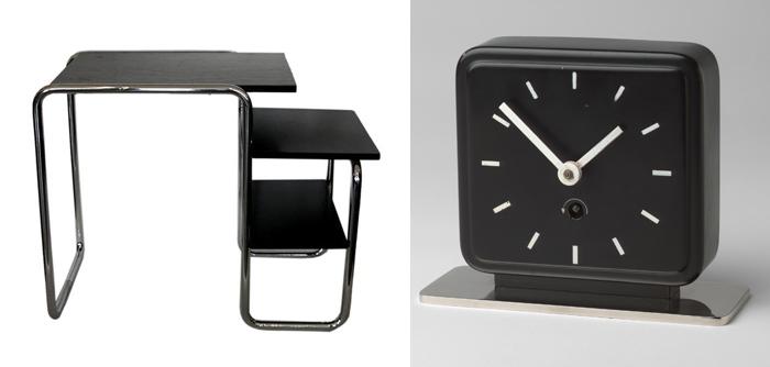 Стол и часы.