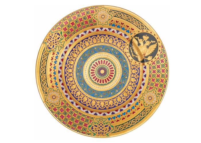 Тарелка в неорусском стиле.