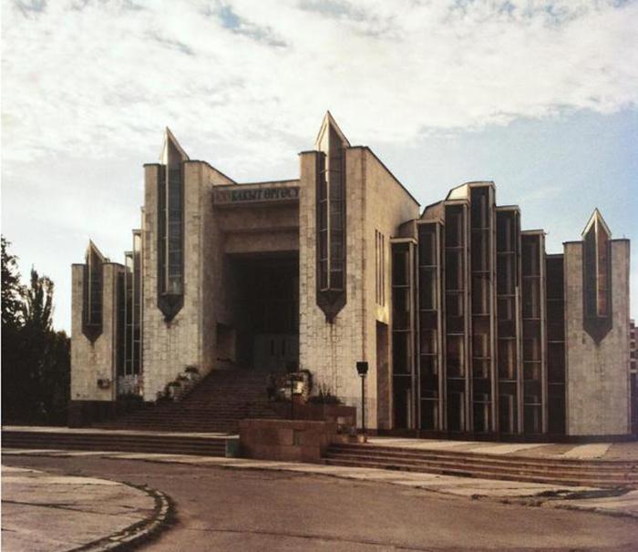 Дворец бракосочетания в Бишкеке, Кыргызстан.