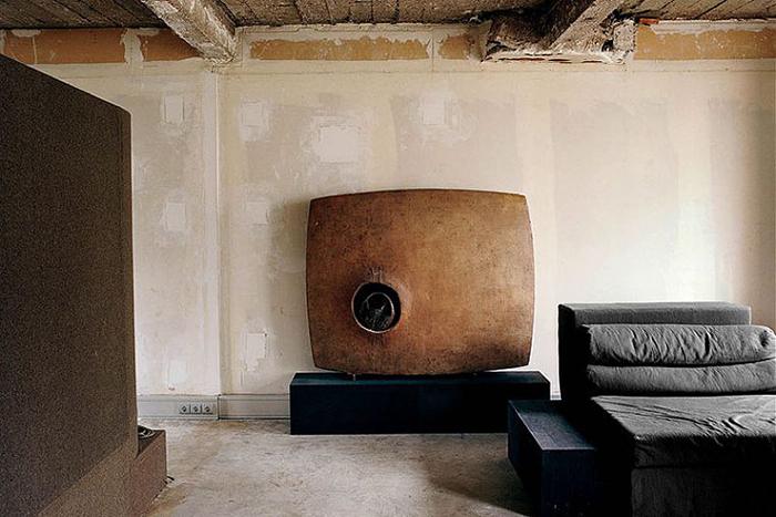 Вся мебель в этом доме придумана и создана самим Риком.