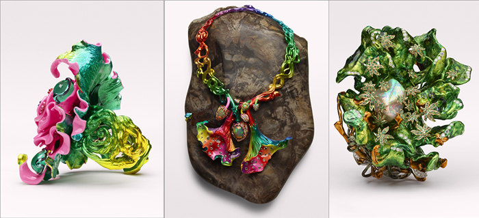 Необычные цветные украшения.