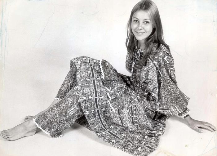 Костюм из платья и брюк в восточном стиле.