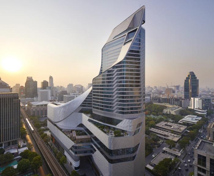 Central Embassy, комплекс из отеля и торгового центра в Бангкоке.