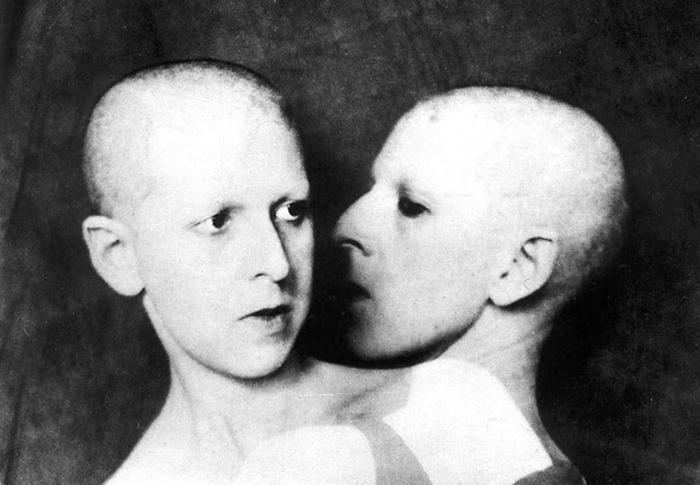 Клод Каон фотографировала себя в пугающих образах.