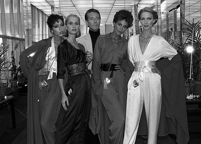 Рой Холстон с моделями.