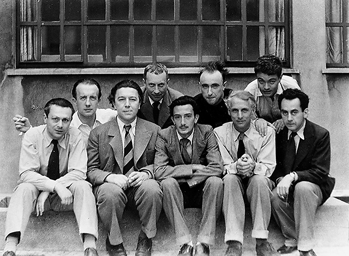 Группа сюрреалистов. Первый во втором ряду - Поль Элюар, в первом ряду, справа от Дали - Макс Эрнст.