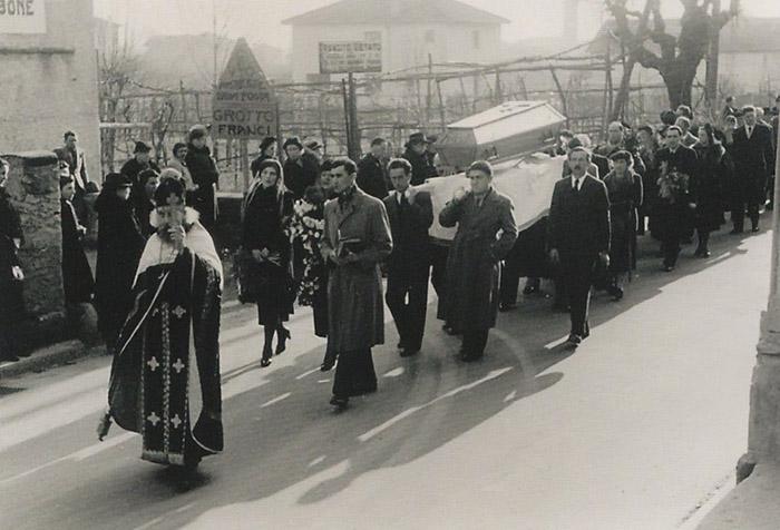 На похороны Марианны пришел весь город.