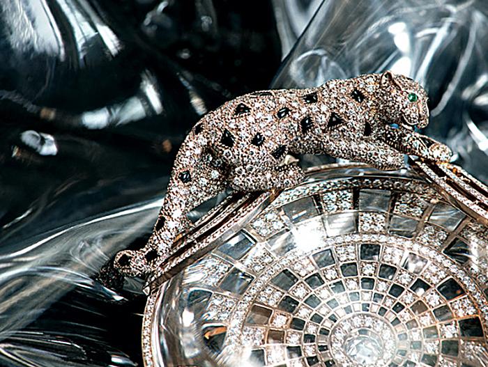 Пантера, усыпанная бриллиантами.