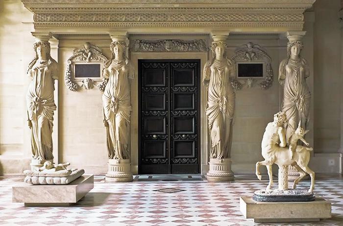 Жан Гужон, кариатиды в Лувре.