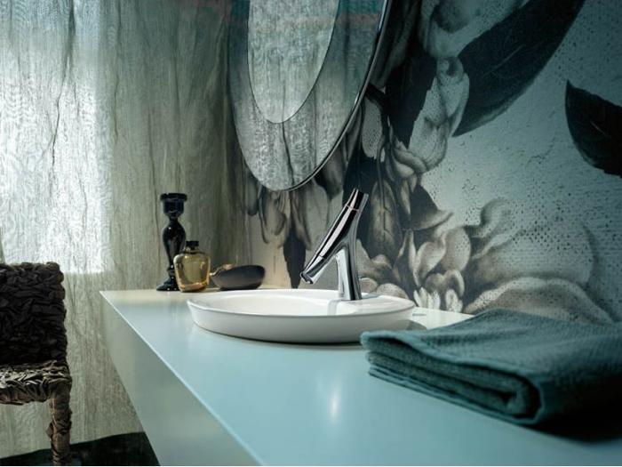 Смеситель от Старка в дизайне ванной комнаты.