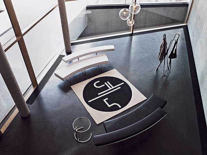 Мебель и ковер от Эйлин Грей в современном интерьере.