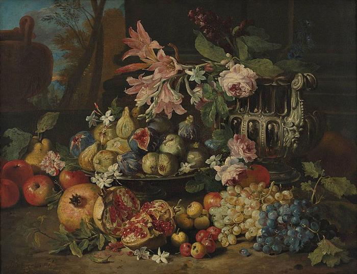Фрукты, цветы и ценная посуда.