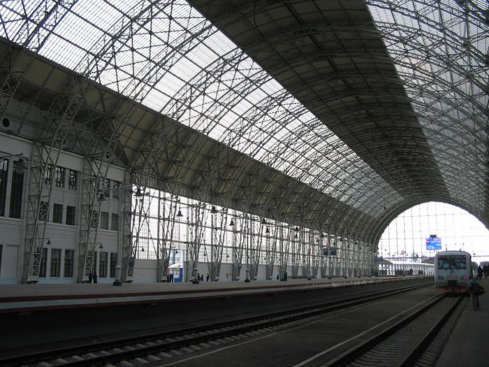 Дебаркадер Киевского вокзала в Москве.