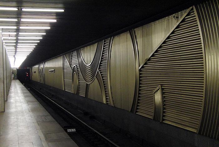 Станция Улица Подбельского. Декоративная облицовка путевой стены.