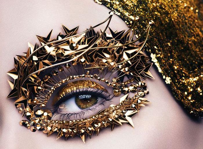 Золото, аппликации, панк и гламур - то, чем Пэт покорила мир моды.