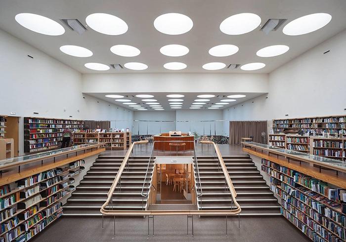 Интерьер библиотеки в Выборге.
