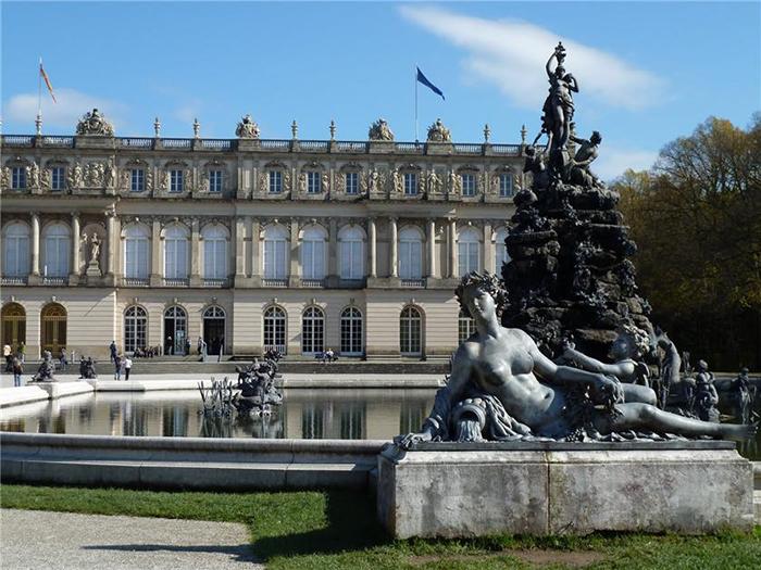 Дворец Херренкимзее и фонтаны.
