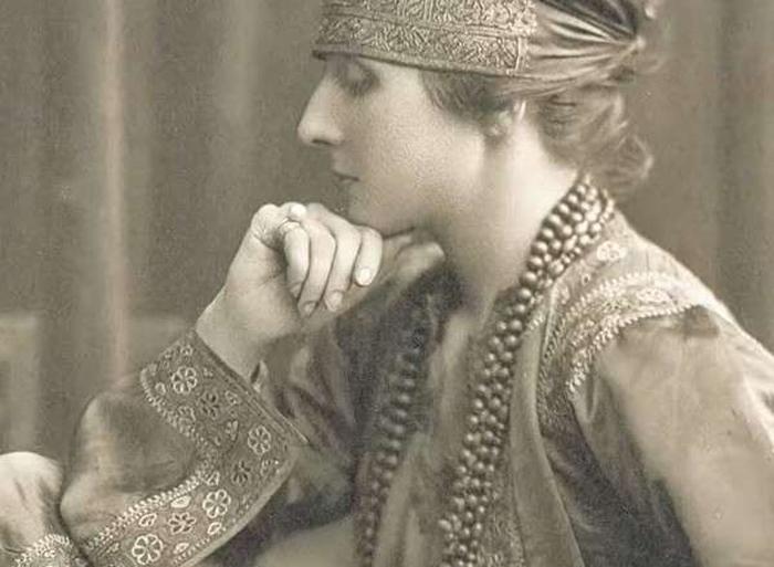Жанна Туссен.