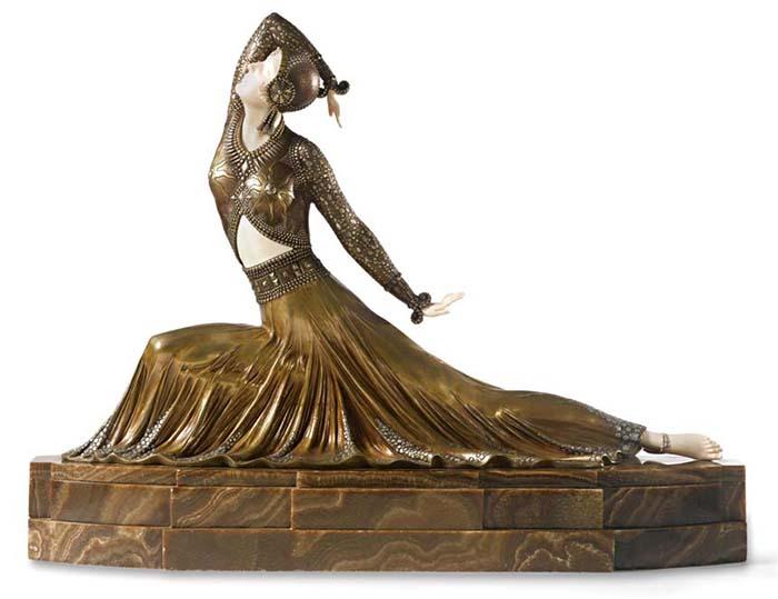 Скульптура Деметра Чипаруса.