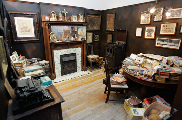 Реконструкция комнаты Генри Дарджера.