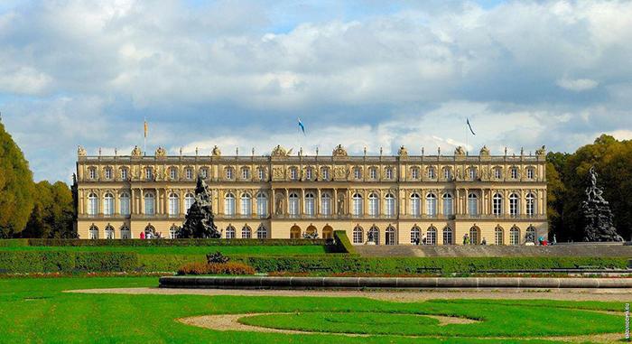 Общий вид дворца.