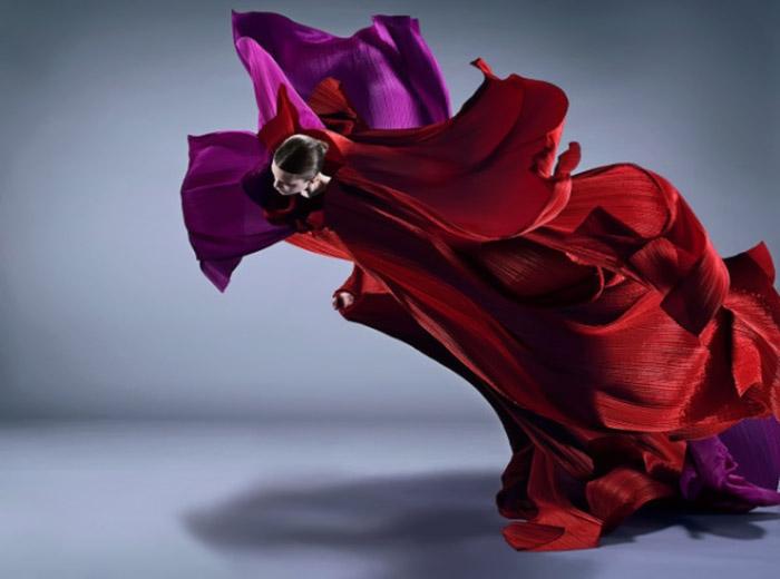 Иссей Мияке считает, что одежда должна вызывать эмоции.