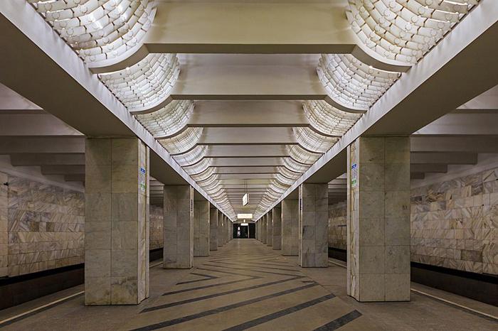 Метро Домодедовская. Дизайн светильников стал визитной карточкой станций Алёшиной.